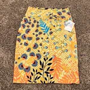 WOMAN'S MEDIUM LULAROE CASSIE PENCIL SKIRT - NWT